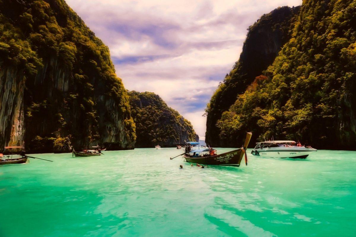 เที่ยวอุทยานแห่งชาติใครว่าจะไปแต่ป่า….เกาะกลางน้ำทะเลสีฟ้าก็มีนะเธอ