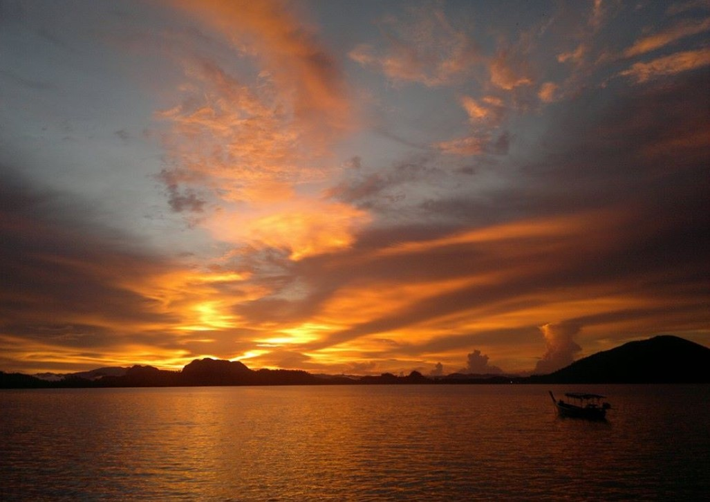 """""""เกาะพิทักษ์"""" สัมผัสวิถีชีวิตชาวบ้านและความงียบสงบ ช่างดีต่อใจ"""