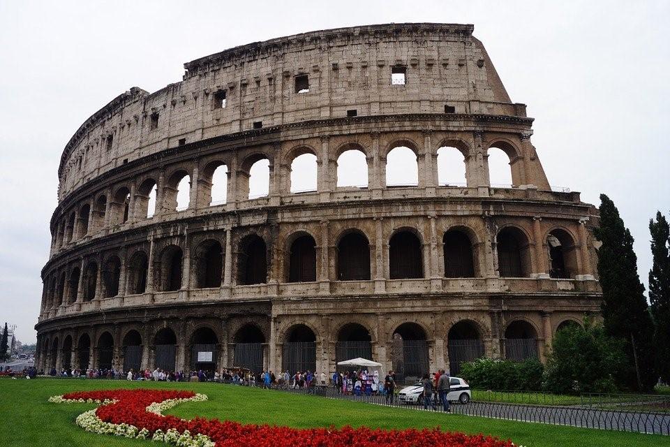 โคลอสเซียม (Colosseum) สนามกีฬาแห่งจักรวรรดิโรมัน หนึ่งในเจ็ดสิ่งมหัศจรรย์ของโลกยุคใหม่ที่ต้องไปเยือน